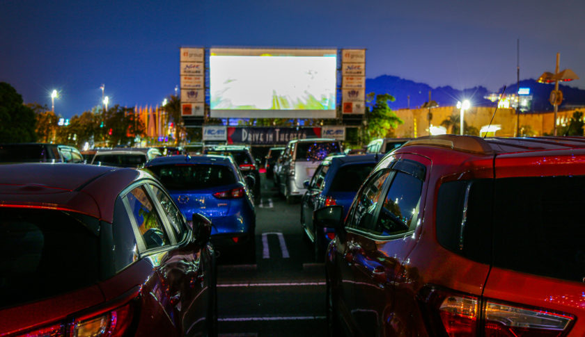 愛知県はラグーナテンボスにて「ドライブインシアター」を開催